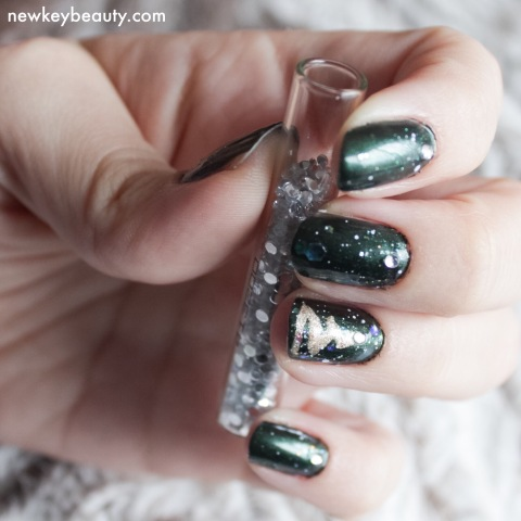 festive evergreen nail art